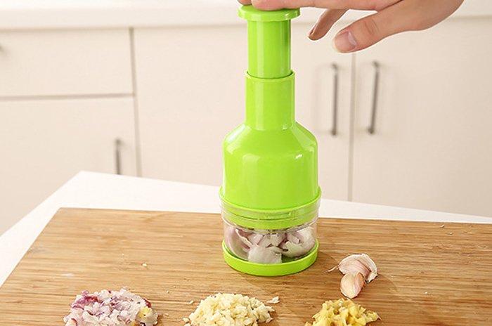 couper rapidement en cuisine ail oignon