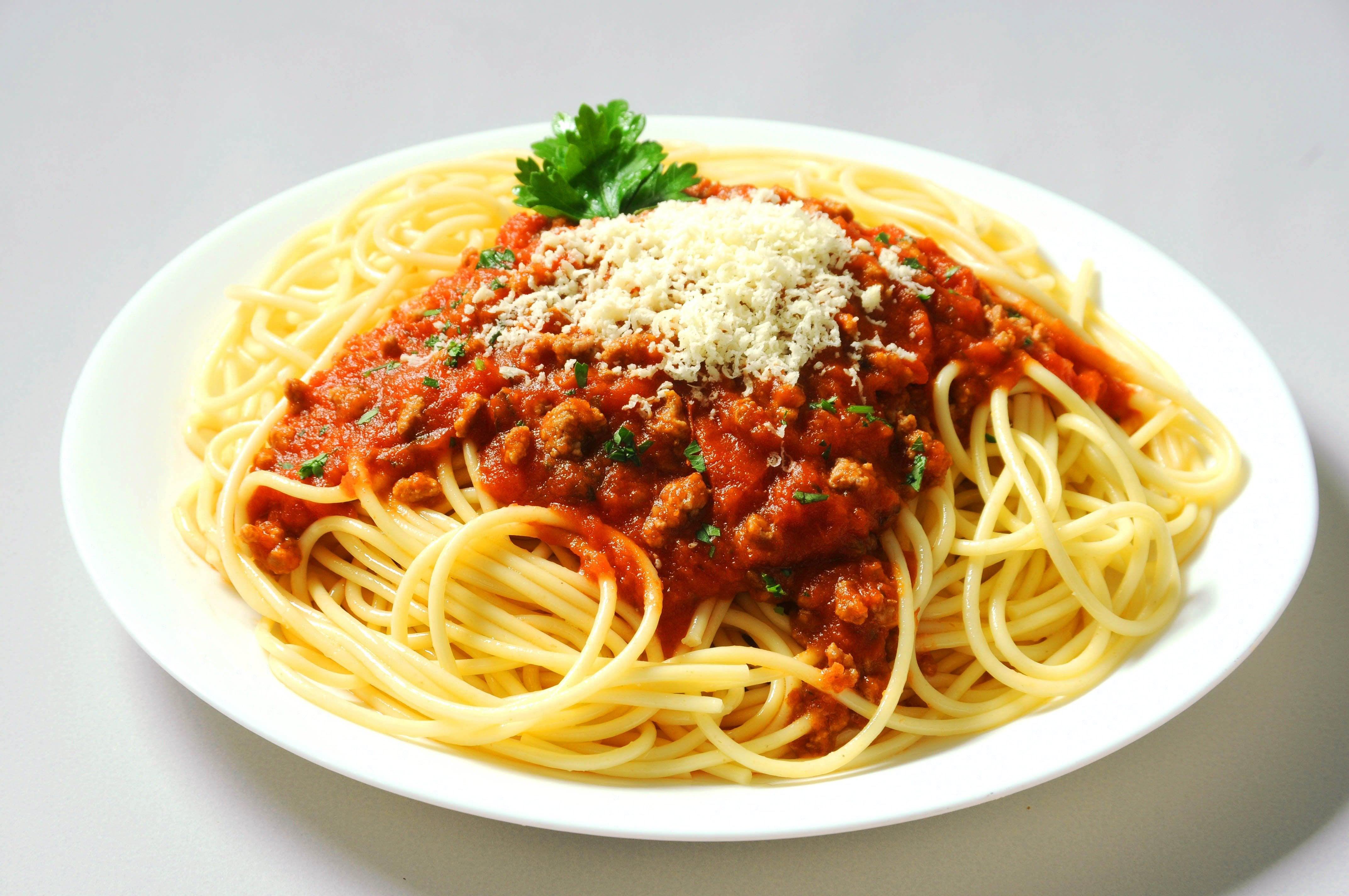spaghetti bolognaise parmesan