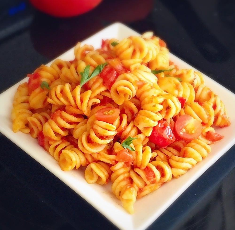 salade de pates tomates et basilic frais