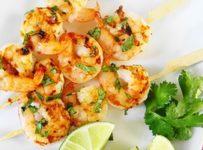 brochettes de crevettes au curry