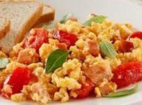 Brouillade d'œufs à la tomate